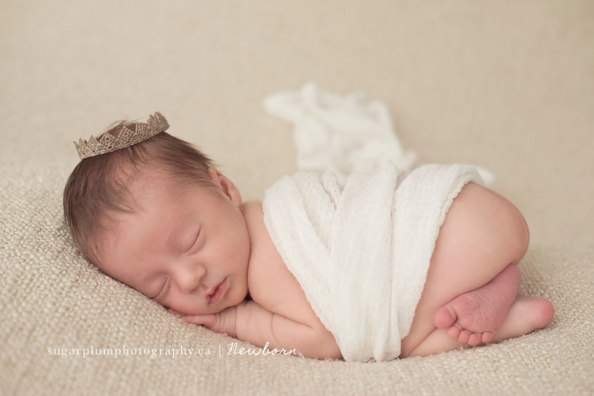 bum up newborn pose